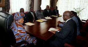 The GM briefs President Sirleaf on the CLSG project